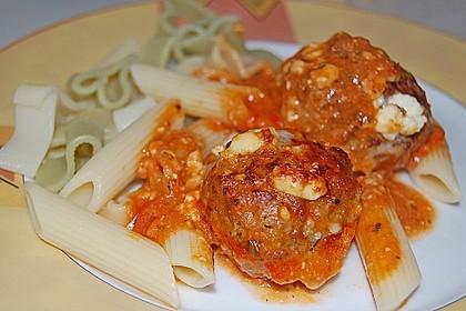 Hackfleischbällchen mit Schafskäse in Tomatensauce 5
