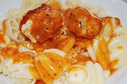 Hackfleischbällchen mit Schafskäse in Tomatensauce 22