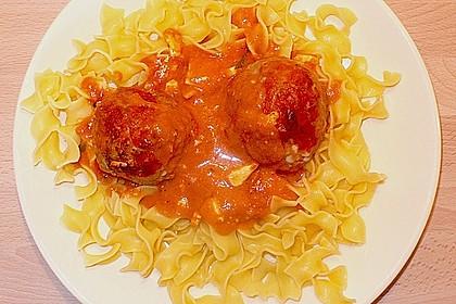 Hackfleischbällchen mit Schafskäse in Tomatensauce 37