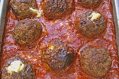 Hackfleischbällchen mit Schafskäse in Tomatensauce 35