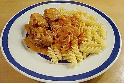 Hackfleischbällchen mit Schafskäse in Tomatensauce 41