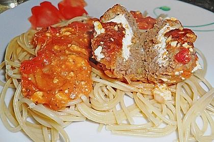 Hackfleischbällchen mit Schafskäse in Tomatensauce 28