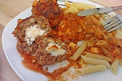 Hackfleischbällchen mit Schafskäse in Tomatensauce 17