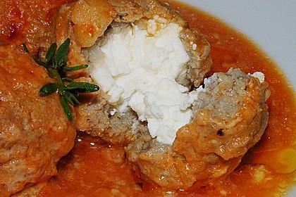 Hackfleischbällchen mit Schafskäse in Tomatensauce 2