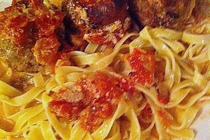 Hackfleischbällchen mit Schafskäse in Tomatensauce 73