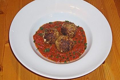 Hackfleischbällchen mit Schafskäse in Tomatensauce 23