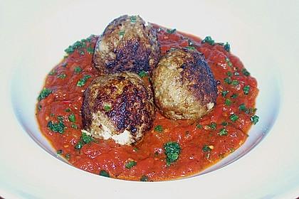Hackfleischbällchen mit Schafskäse in Tomatensauce 18