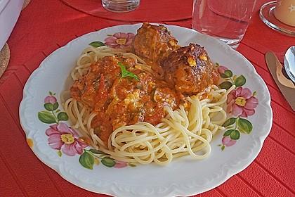 Hackfleischbällchen mit Schafskäse in Tomatensauce 9