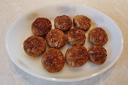 Hackfleischbällchen mit Schafskäse in Tomatensauce 72