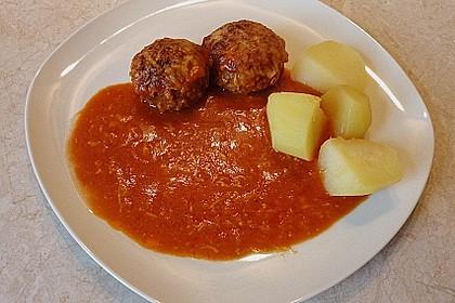 Hackfleischbällchen mit Schafskäse in Tomatensauce 32