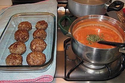 Hackfleischbällchen mit Schafskäse in Tomatensauce 11