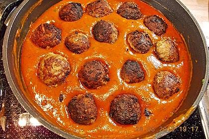 Hackfleischbällchen mit Schafskäse in Tomatensauce 24