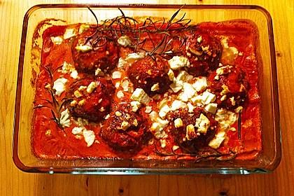 Hackfleischbällchen mit Schafskäse in Tomatensauce 4