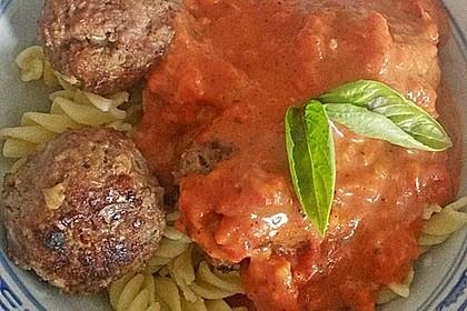 Hackfleischbällchen mit Schafskäse in Tomatensauce 36