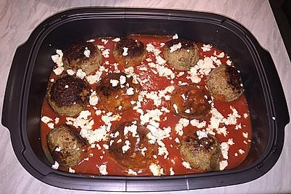Hackfleischbällchen mit Schafskäse in Tomatensauce 60