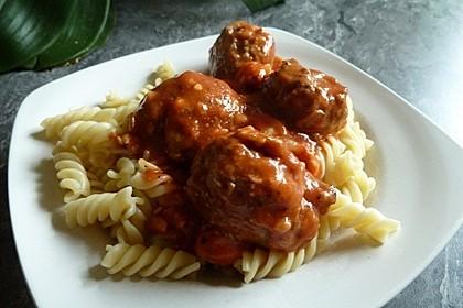 Hackfleischbällchen mit Schafskäse in Tomatensauce 21
