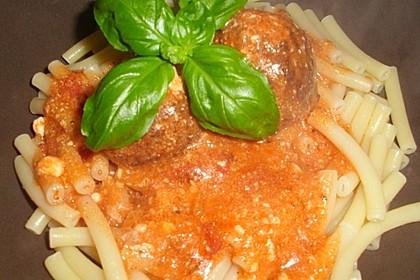Hackfleischbällchen mit Schafskäse in Tomatensauce 20