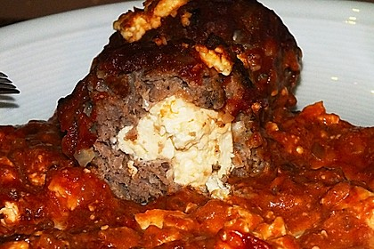 Hackfleischbällchen mit Schafskäse in Tomatensauce 31