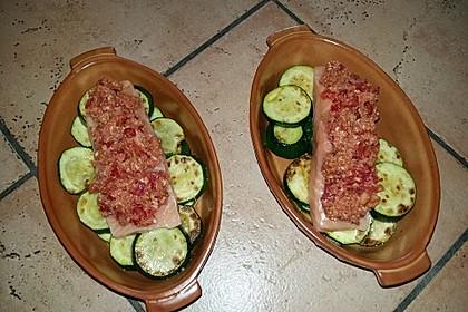 Wildlachs mit Tomatenkruste auf Zucchinibett 6