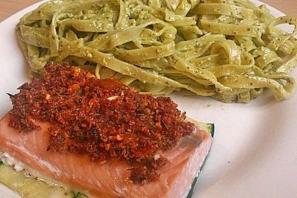 Wildlachs mit Tomatenkruste auf Zucchinibett 2