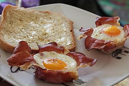 Frühstücksei im Schinkenmantel