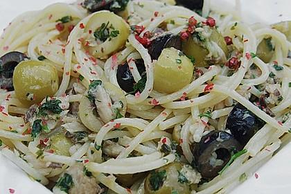 Spaghettini mit Oliven und Sardellen
