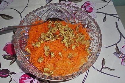 Möhren - Apfel - Salat mit Orangendressing und Walnüsse 17
