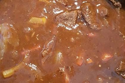 Gulasch vom Rind mit Schalotten und Paprika 19