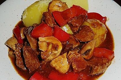 Gulasch vom Rind mit Schalotten und Paprika 16
