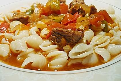 Gulasch vom Rind mit Schalotten und Paprika 11