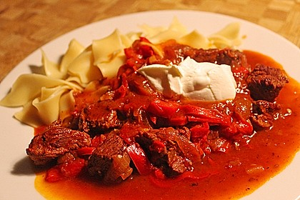 Gulasch vom Rind mit Schalotten und Paprika 8