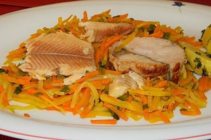 Räucherfisch auf Gemüse