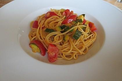 Spaghetti mit Zucchini und Tomaten (Bild)