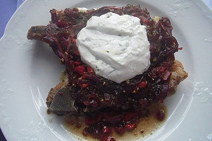 Ziegenkäse - Kotelett mit Preiselbeerzwiebeln (Bild)