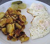 Bratkartoffeln mit Rühr- oder Spiegelei (Bild)