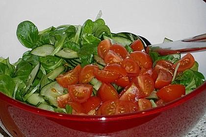 Gemischter Feldsalat mit Himbeeressig - Dressing 24