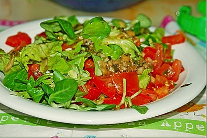 Gemischter Feldsalat mit Himbeeressig - Dressing 3