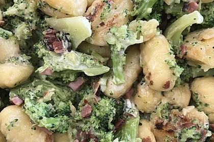 Gnocchi mit Brokkoli und Schinkenwürfel (Bild)