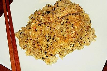 Scharfer Reis mit Schwein, Knoblauch und Basilikum