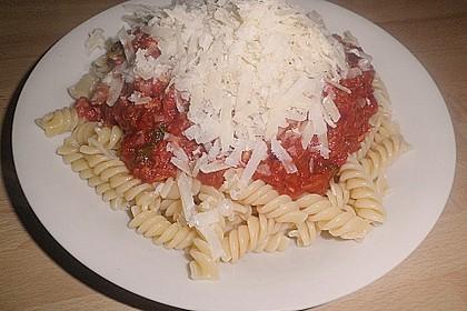 Pasta mit scharfer Tomatensoße 6
