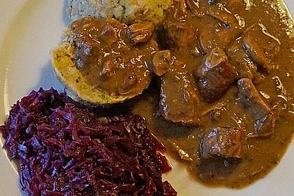 Wildschweingulasch in Maronen - Preiselbeer - Rahmsauce