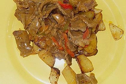 Ungarische Rinderpfanne an Bratkartoffeln 2