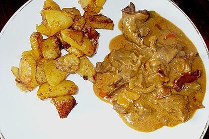 Ungarische Rinderpfanne an Bratkartoffeln