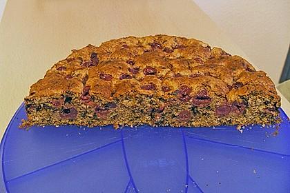 Kirschkuchen mit Schokolade und Haselnüssen 5