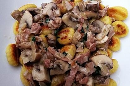 Gnocchipfanne mit Champignon-Schinken-Sahnesauce (Bild)