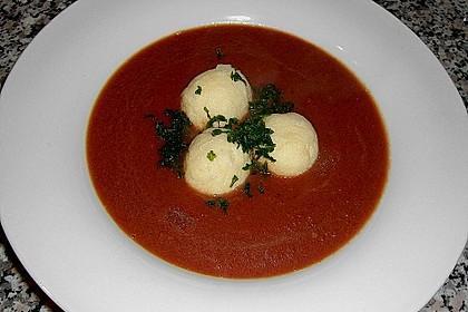 Rote Bete - Cremesuppe mit Mini - Grießknödeln