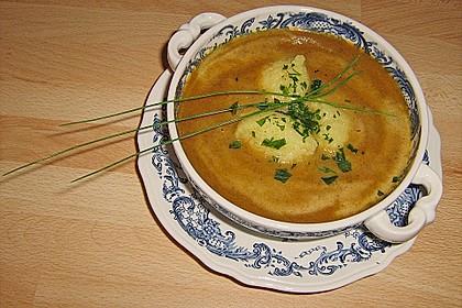 Rote Bete - Cremesuppe mit Mini - Grießknödeln 1