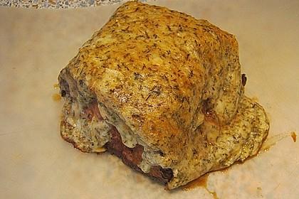 Marinierter Schweine - Steakbraten mit Kräuter - Käse - Kruste