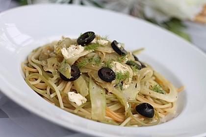 Fenchel - Spaghetti mit Schafskäse, Thymian und schwarzen Oliven