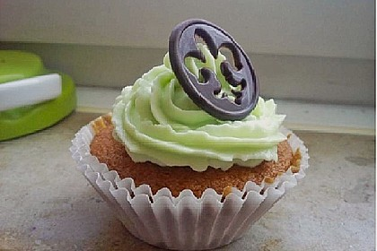 Whipped Cream Cheese Frosting 12